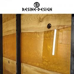 Table rivière en bois, résine et acier fait main et de fabrication Française.